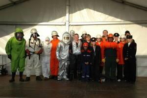 Verschiedene Schutzkleidungen der freiwilligen Feuerwehr